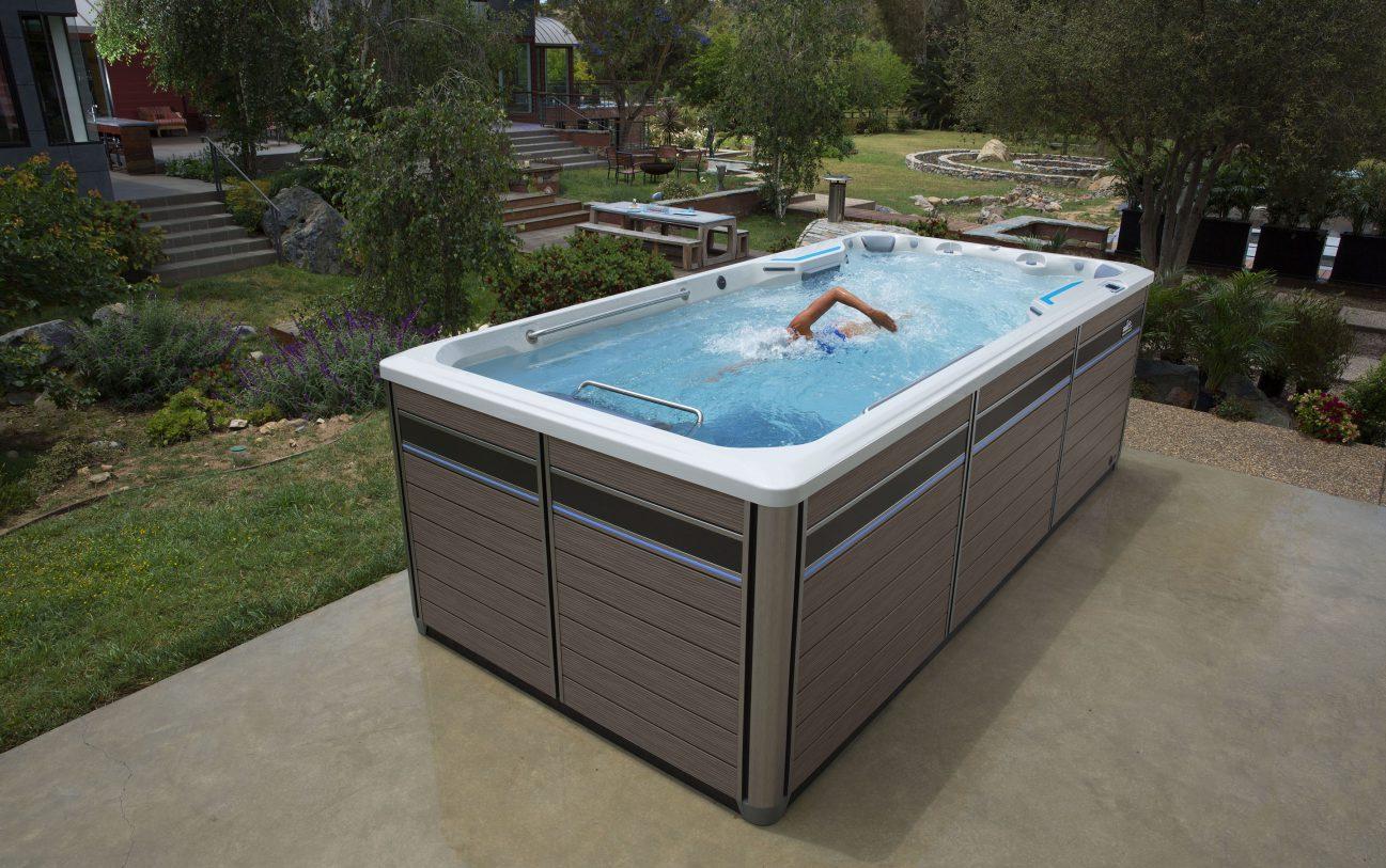 Unsere Swim Machine erzeugt einen konstanten Gegenstrom von bis zu 18.900 Litern pro Minute (LPM), der breiter als Ihr Körper und tiefer als Ihr Schwimmschlag ist.