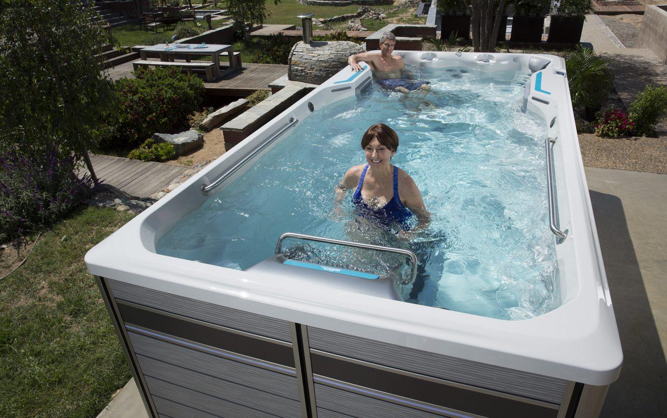 Leichtes und angenehmes laufen wird durch das Endless Pools optional erhältliche Unterwasser Laufband ermöglicht.