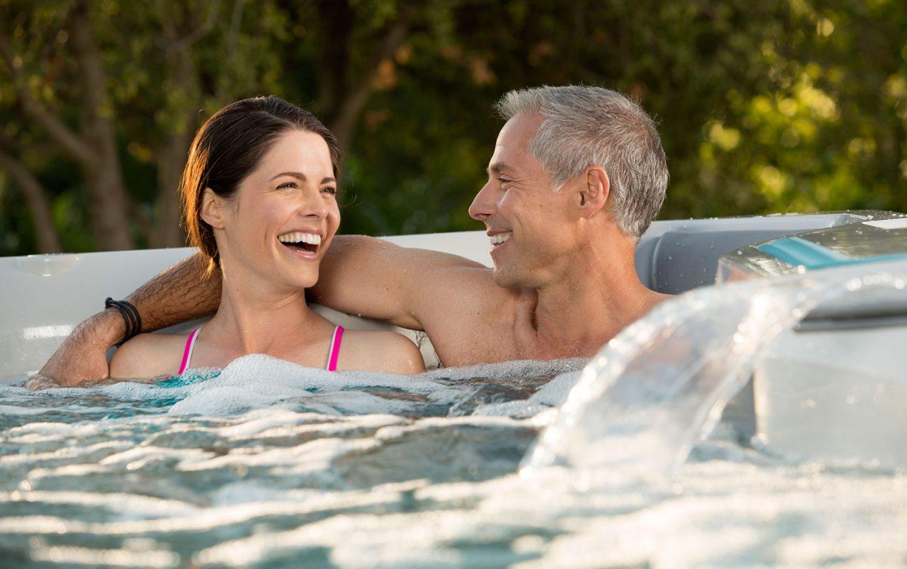 Gemeinsam eine entspannte Zeit mit einer wohltuenden Massage genießen.